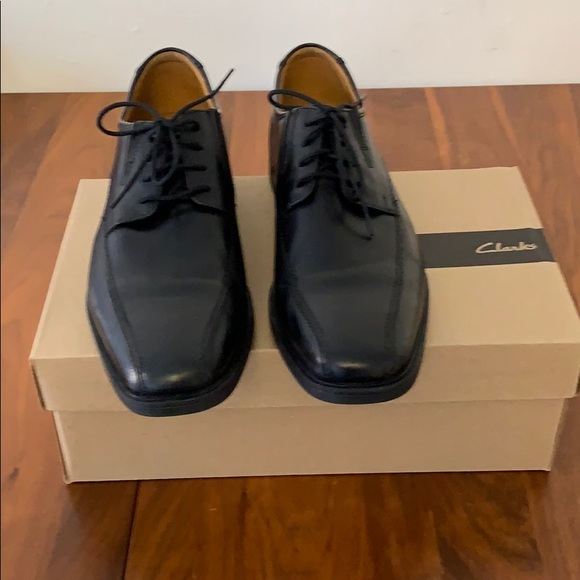 Clark's Tilden Walk black leather dress shoes 12